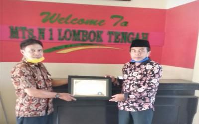 MTsN 1 Loteng Masuk Sepuluh Terbaik Lomba Wajah Bahasa Sekolah di NTB